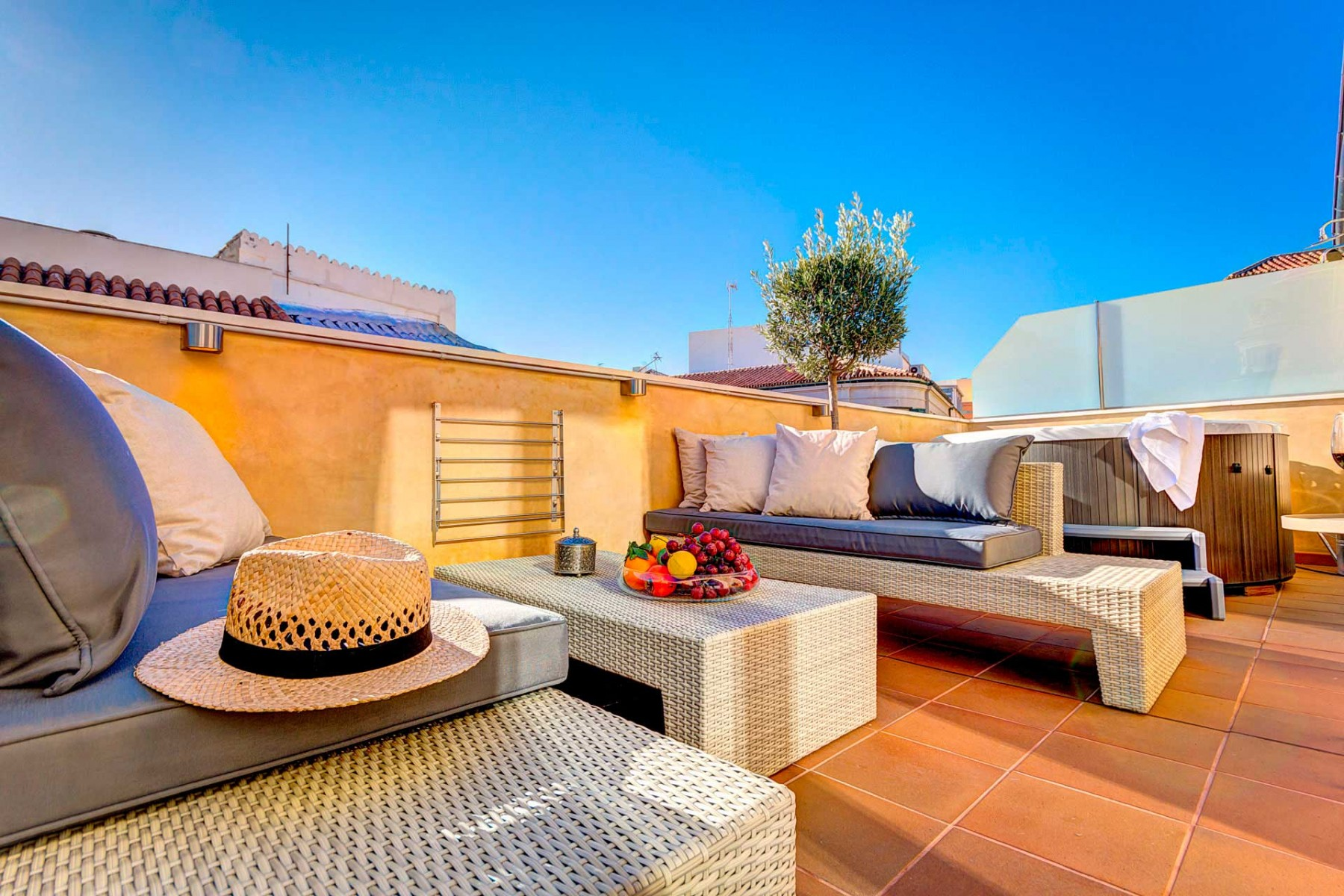 Your Luxurious Dream Home With Jacuzzi In The Heart Of Malaga