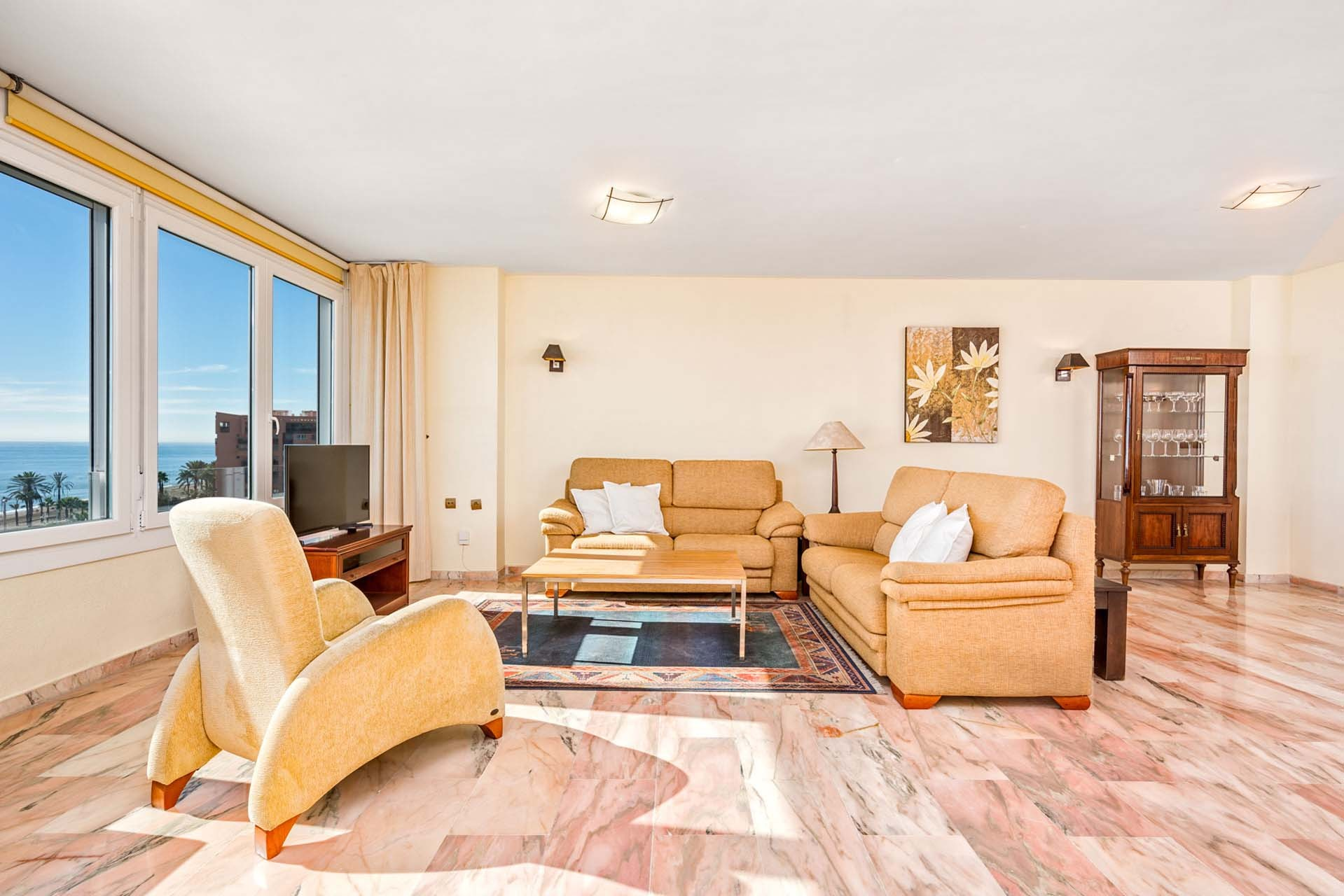 Fantastic holiday apartment with terrace and sea views in ...